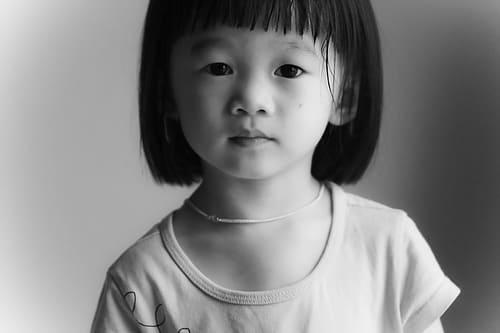 方 女の子 子供 髪の毛 切り