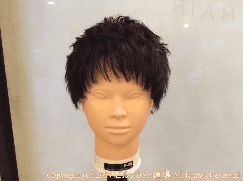 前髪が切り終わった状態。顔周りに沿って少し丸く切っています。前髪も色々な形がありますので、前髪の切り方は「4種類の前髪の切り方」